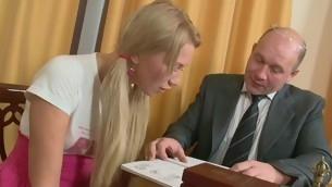 Roasting older teacher is seducing hottie's scatological beaver