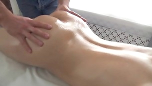 Sexy pulchritude is enjoying each single momeny of her oil massage
